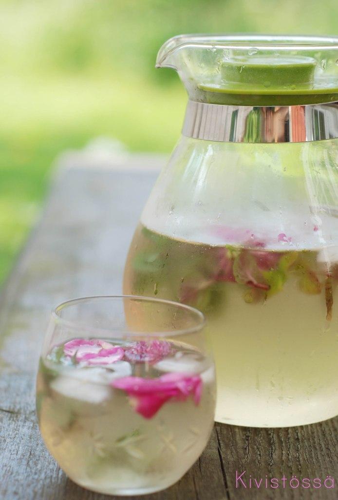 Ruusunlehti_minttu_juoma