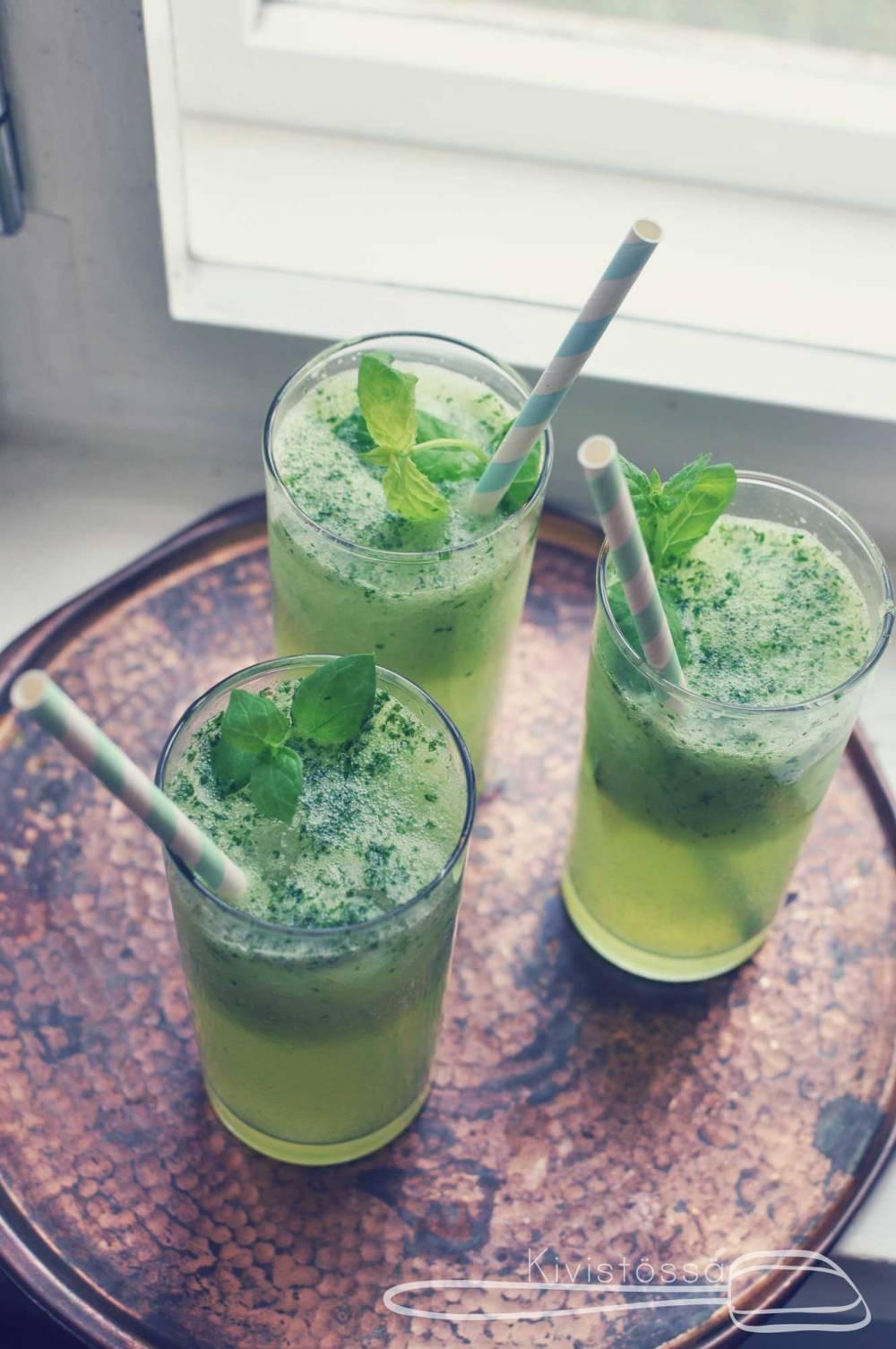 Cucumber mojito - Kivistössä Foodblog www.kivistossa.com #springcocktail #mint #mojito #rhum