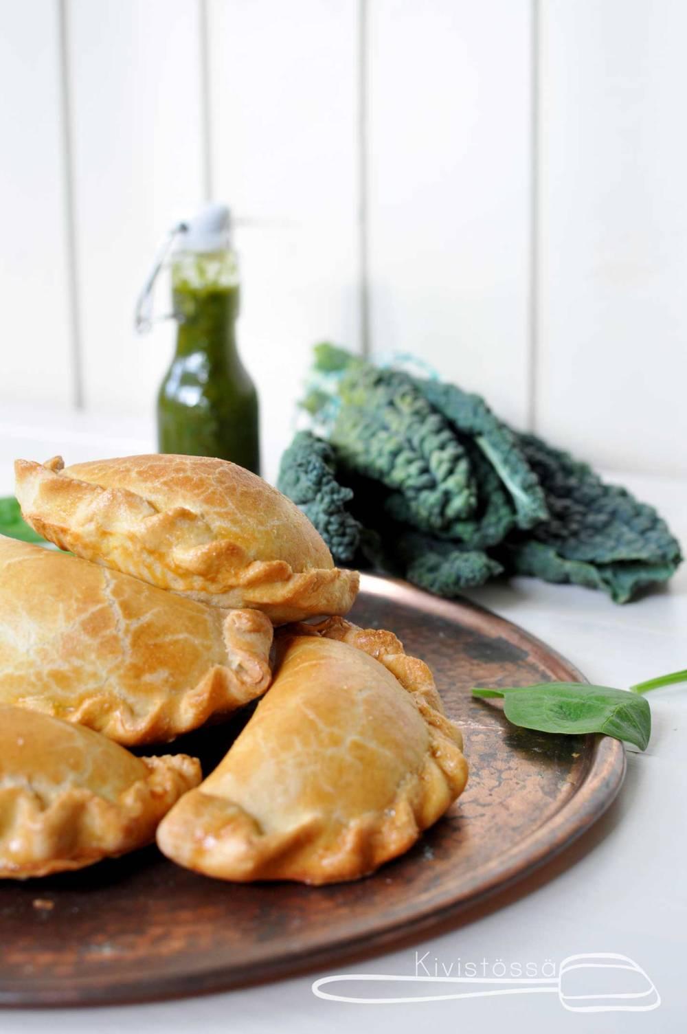 Empanadas with cavolo nero filling - Kivistössä Foodblog. www.kivistossa.com #cavolonero #goatscheese #empanadas