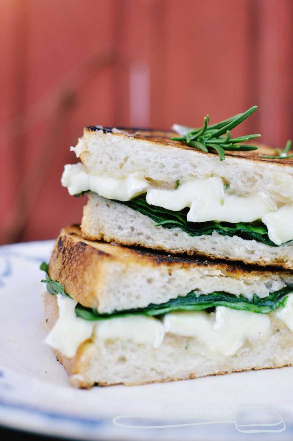 Grilled Cheese with Pear Jam, Rosemary and Brie - Kivistössä foodblog www.kivistossa.com