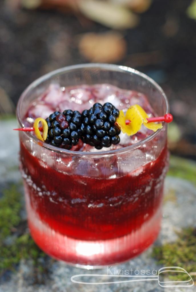 Kun cocktail levitoi, se on hyvää. (vanha viidakon sanonta)
